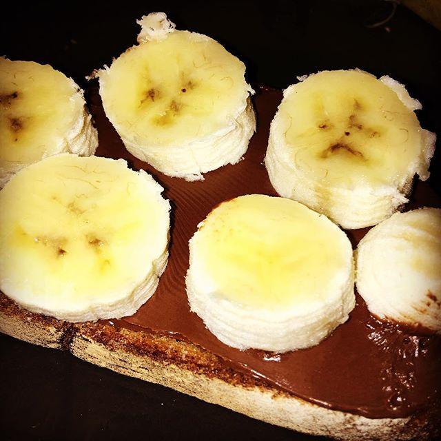 NervenNahrung ^^ #nervennahrung #wetter #brot #nutella #banane #lecker