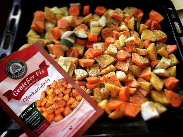 Leibspeise 2016 #ofengemüse #ofenkartoffeln #ofengemüsekartoffeln #kartoffeln #suesskartoffeln #kohlrabi #karotten #zuccini #lecker #kochen